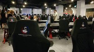 Une des salles de jeux d'Esports Central / Photo: Cryptonews / David Nathan