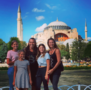 La famille Bitcoin devant le Taj Mahal