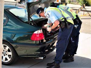 الشرطة الأسترالية تضبط أكثر من مليون دولار... 101