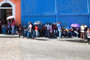 الفنزويليون يتدفقون إلى المتاجر لصرف مدفوعات... 101