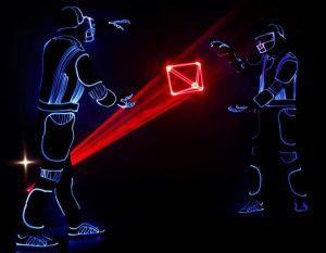 Un artiste visuel fait danser Bitcoin en laser 101