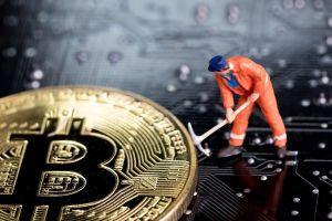 Grossi miners mettono pressione sui quelli più piccoli prima dell'halving di Bitcoin 101