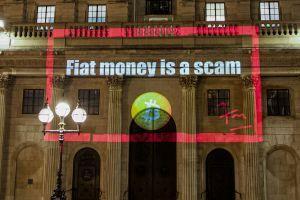 Desenmascarar al proyectista de Bitcoin de Londres cubriendo la ciudad con eslóganes BTC 101