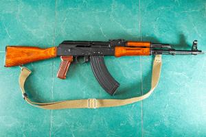 Kalashnikov quiere derribar SWIFT y cambiar a 'moneda digital' 101