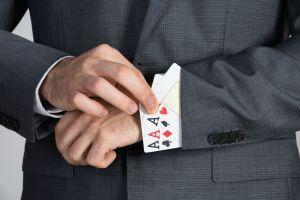cartes cachées dans la manche