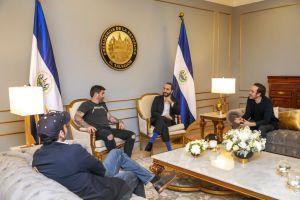 El Salvador Gov't Mulls BTC Pay som Int'l Bitcoin Players 'Roll into Town' 101