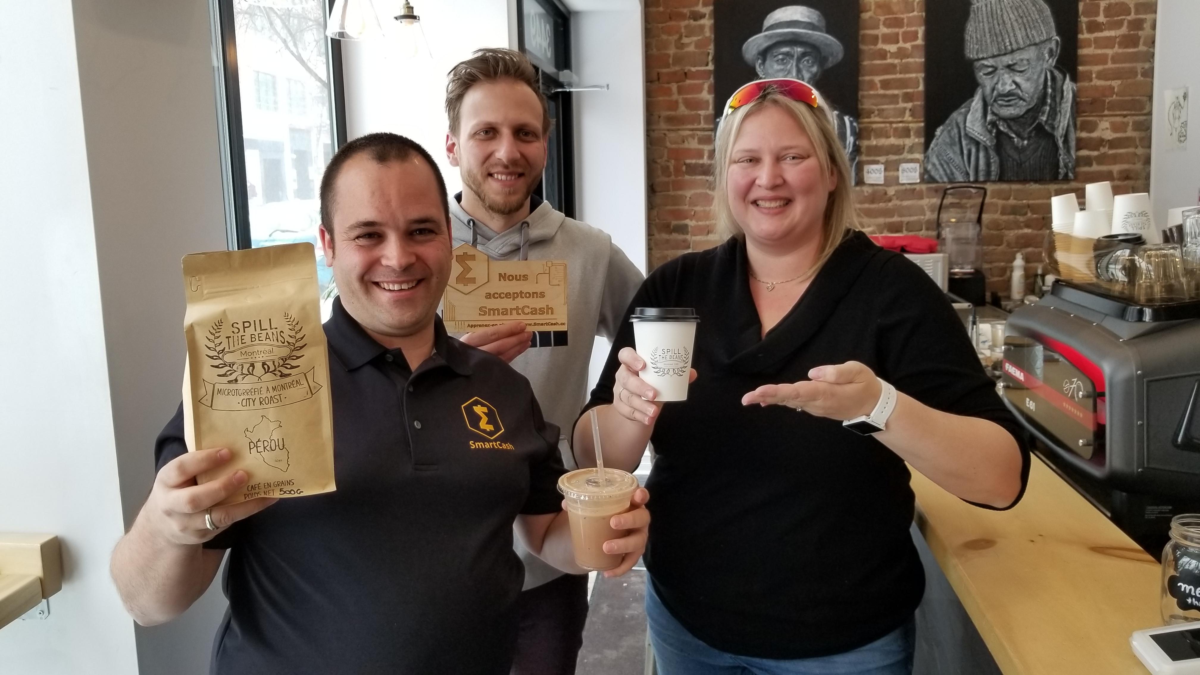 Un premier café canadien accepte SmartCash 0001