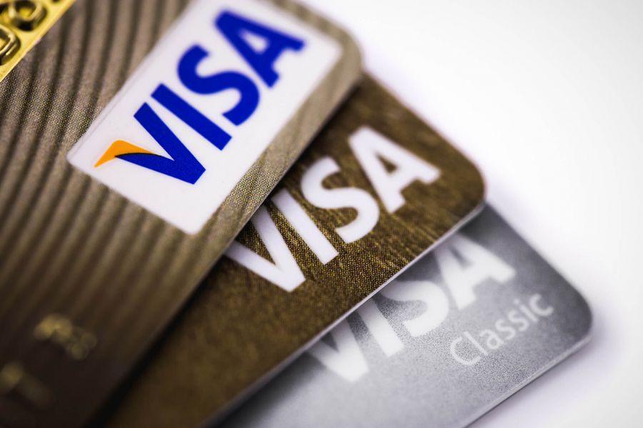 Visa, à fond sur les cryptomonnaies, lance un projet pilote avec une néo-banque - Cryptonews FR