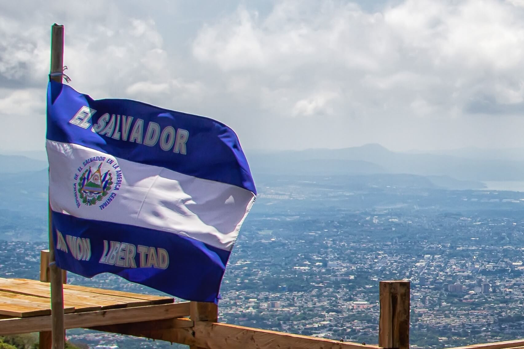 Economists Want El Salvador Bitcoin Law Repealed, but President Wins Key Ally
