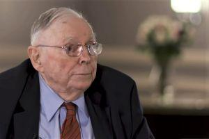 Buffett's Partner Munger Bashes Bitcoin, Says It's 'Substitute For Gold'
