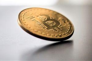 Bitcoin Weighs Its Options: Bullish News vs Derivatives