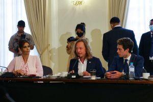 Bitcoiners Boo 'Official Bitcoin Ambassadors' to El Salvador